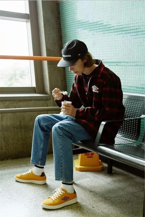 解锁牛仔裤的多种搭配方式 打造冬日时尚造型