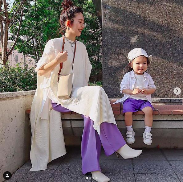 生活再忙也别忘了美,这位日本辣妈带娃精神时髦,优